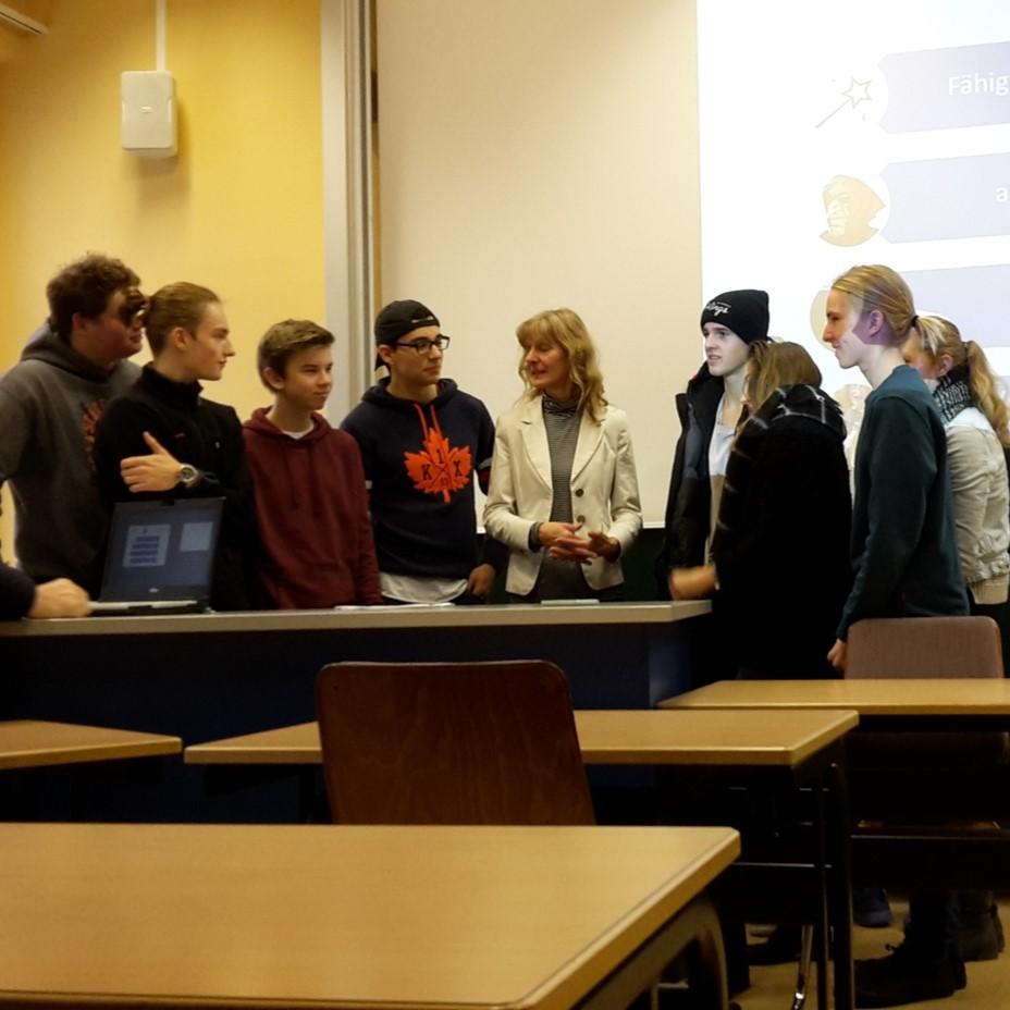 Schüler Der EmiLe FOS Schreiben Für Die Süddeutsche Zeitung:  Recherchen Bei Der Bundeswehruni
