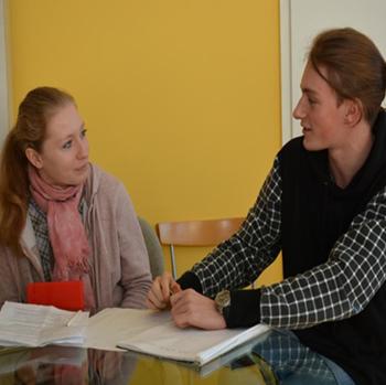 Von Kommunikation Auf Augenhöhe Und Anderen Unterschieden – Schüler Der EmiLe FOS Im Interview